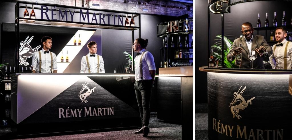 Cocktailshakers achter een cocktailbar die verschillende cocktails maken!