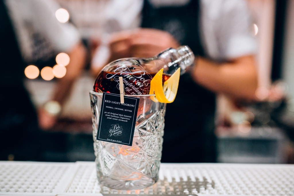 Bols red light negroni cocktail met gepersonaliseerde kaart