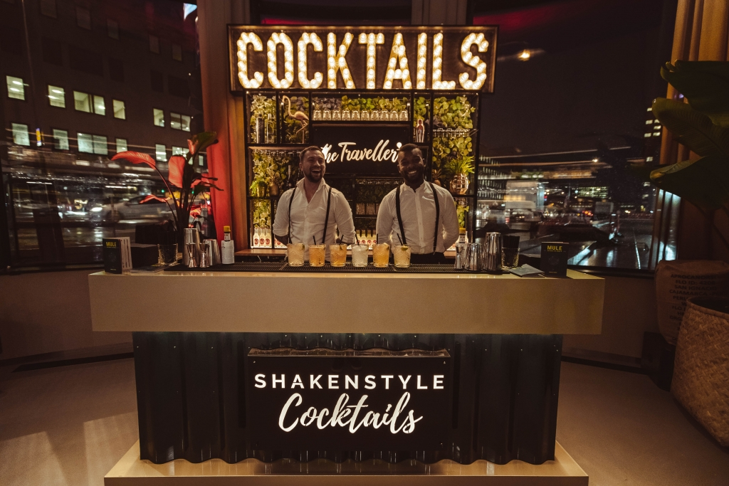 Cocktails, Cocktailbar, Cocktailshaker, Shaken, Mojitos