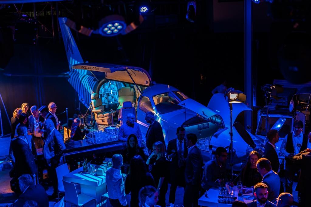 Full service event verzorgd door SHAKENSTYLE, meerdere cocktailbars en optredens, verschillende aankledingen zoals sta tafels etc